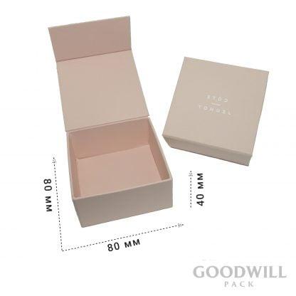 Коробка для ювелирных украшений на магнитной ленте фирменная