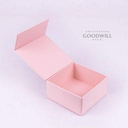 Коробка форма книга на магнитной ленте