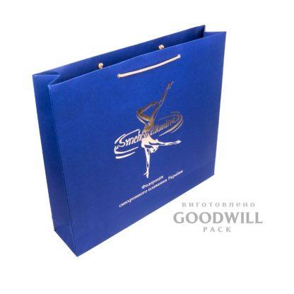 Пакет бумажный из дизайнерского картона с логотипом фото