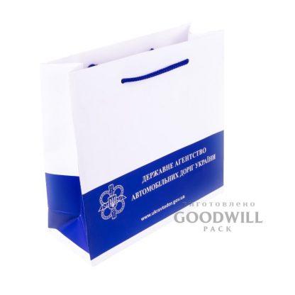 Пакет бумажный с печатью логотипа фото