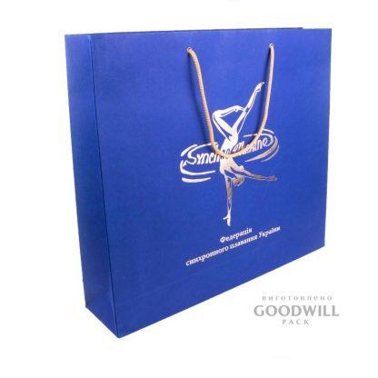 Пакет из картона с логотипом фото