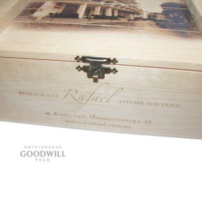 Деревянная коробка с замком подарочная