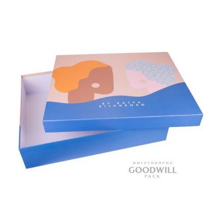 Коробка із палітурного картону для одягу з логотипом фото