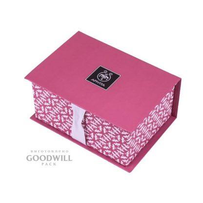 Коробка із палітурного картону з репсовою стрічкою фото