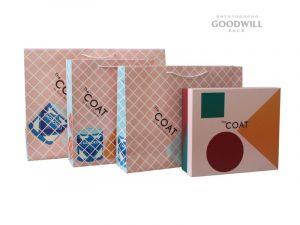 Фірмові пакети для одягу виготовлені за індивідуальним замовленням