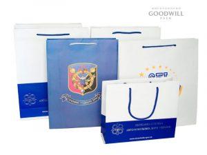 Фірмові пакети з логотипом бренда