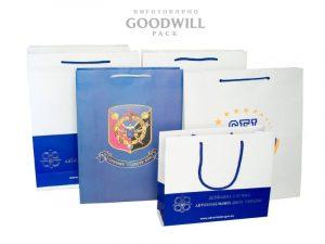 Изготовленные на заказ пакеты с логотипом бренда