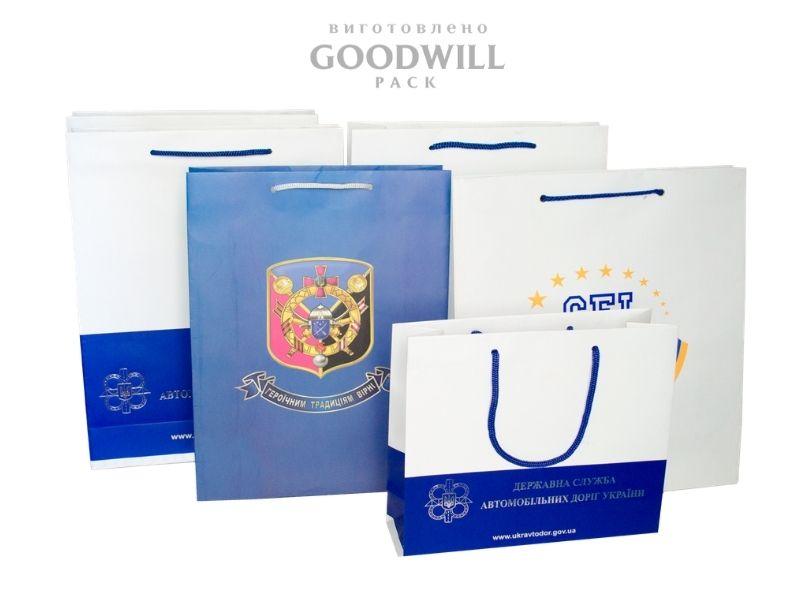 Виготовлені на замовлення пакети з логотипом бренду