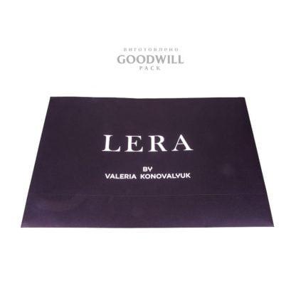 Бумажный пакет с логотипом для одежды фото