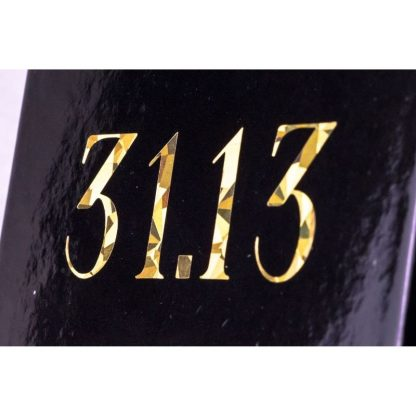 Логотип на брендовій коробці фото