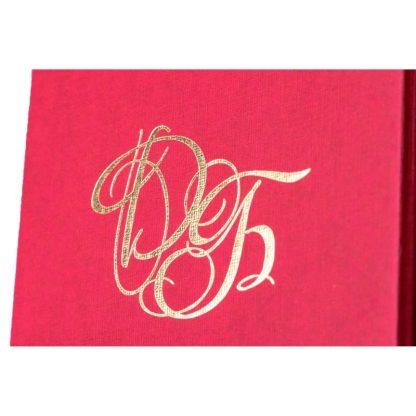 Логотип на картонной коробке для бижутерии фото
