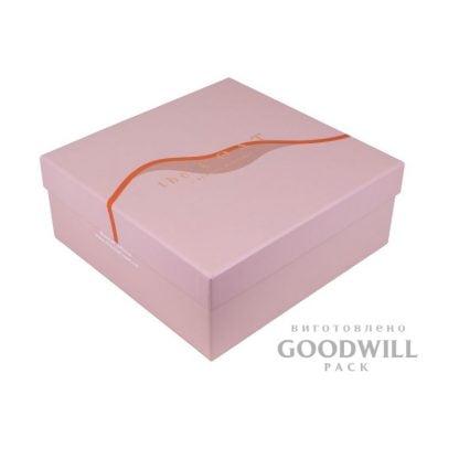 Фирменная коробка с переплетного картона для одежды фото
