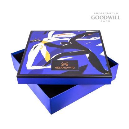 Коробка для одежды с логотипом фото