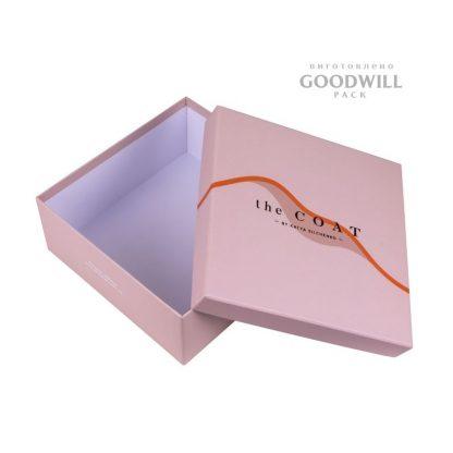 Коробка с тиснением логотипа фото