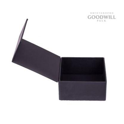 Коробка з магнітною стрічкою фото