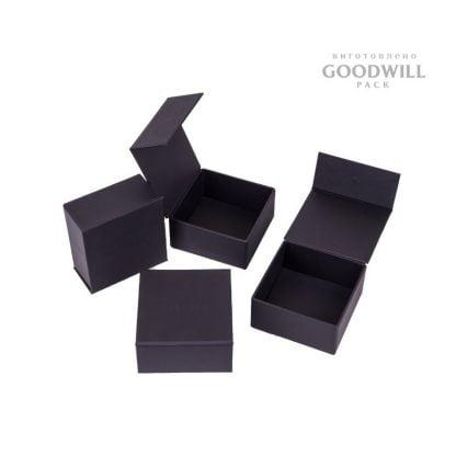 Коробки для прикрас брендовані фото